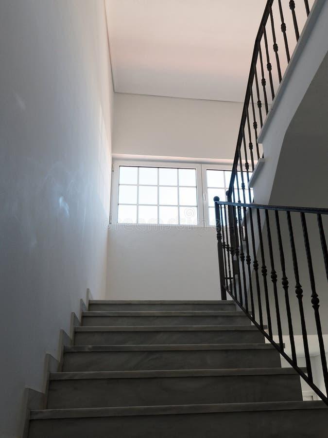 Затеняемый лестничный колодец стоковое фото