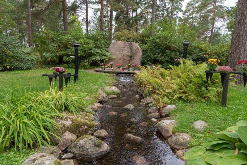 Затишье и красивый мемориал в кладбище в Mariestad Швеции стоковые изображения rf