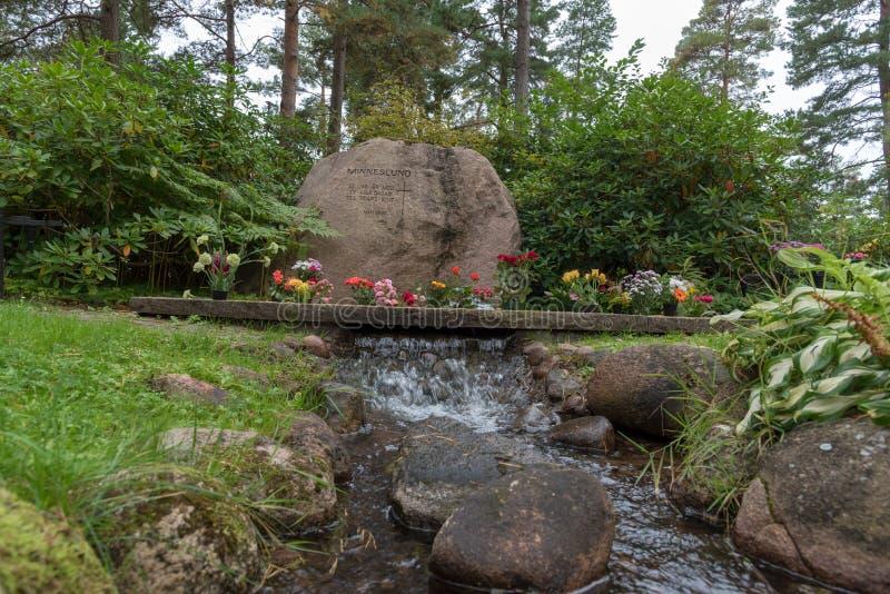 Затишье и красивый мемориал в кладбище в Mariestad Швеции стоковые фотографии rf