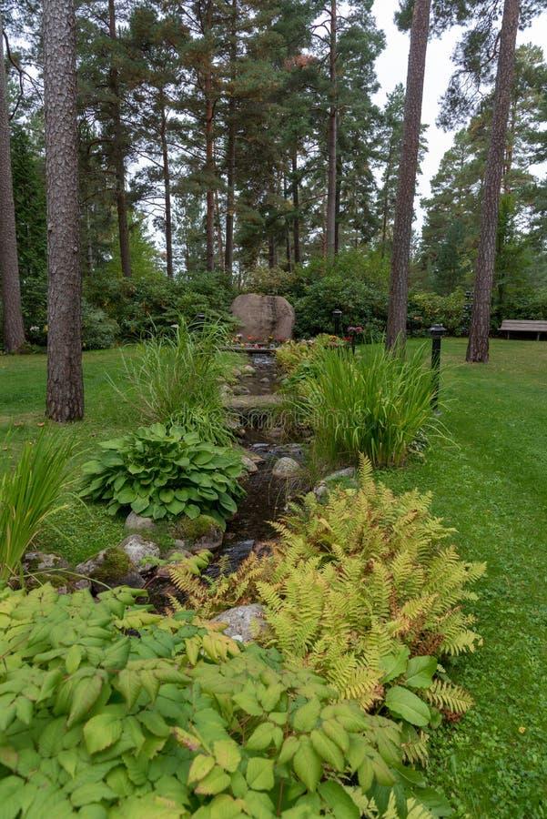 Затишье и красивый мемориал в кладбище в Mariestad Швеции стоковое изображение