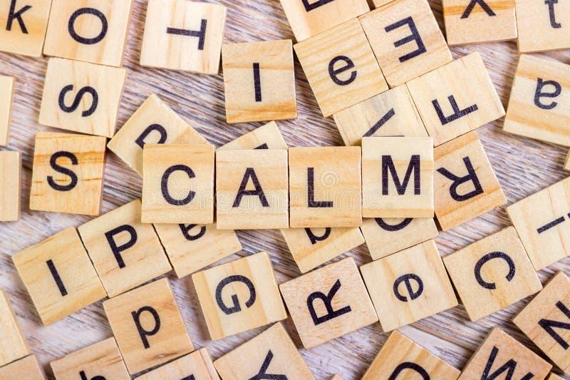 затишье - куб с письмами, знак с деревянными кубами стоковое изображение rf