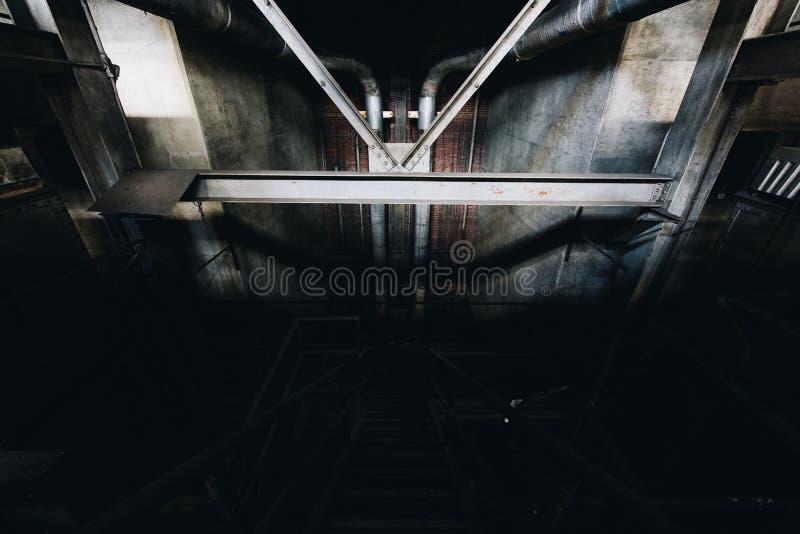 Затмленная лестница - получившаяся отказ электростанция - Нью-Йорк стоковая фотография