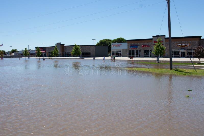 Затопляющ в Kearney, Небраска после проливного дождя стоковое изображение rf