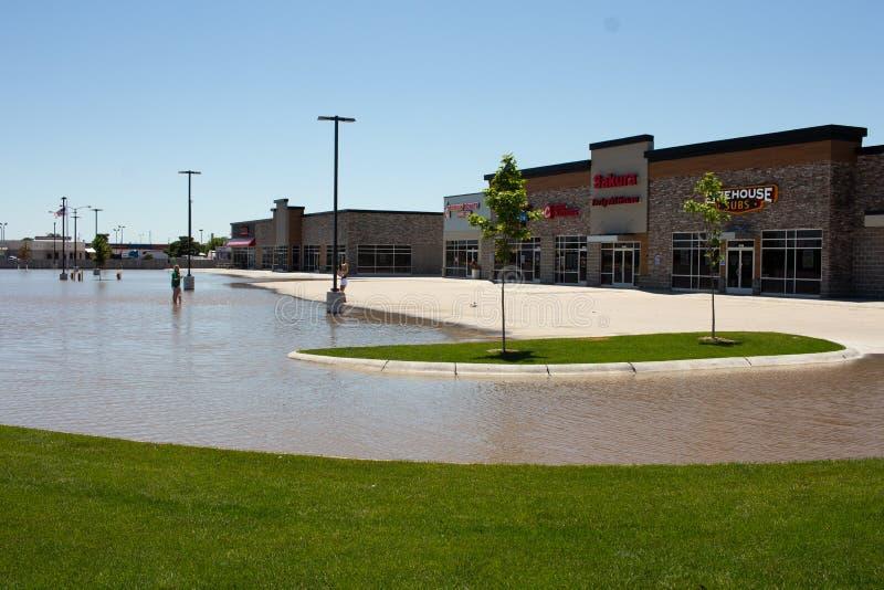 Затопляющ в Kearney, Небраска после проливного дождя стоковые фотографии rf