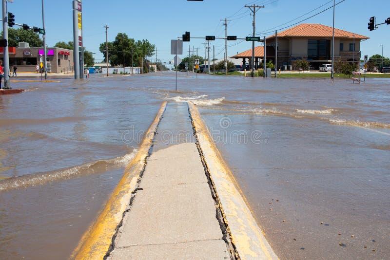 Затопляющ в Kearney, Небраска после проливного дождя стоковые изображения rf