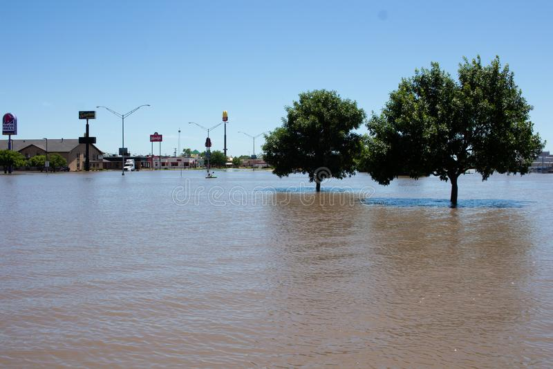 Затопляющ в Kearney, Небраска после проливного дождя стоковое фото