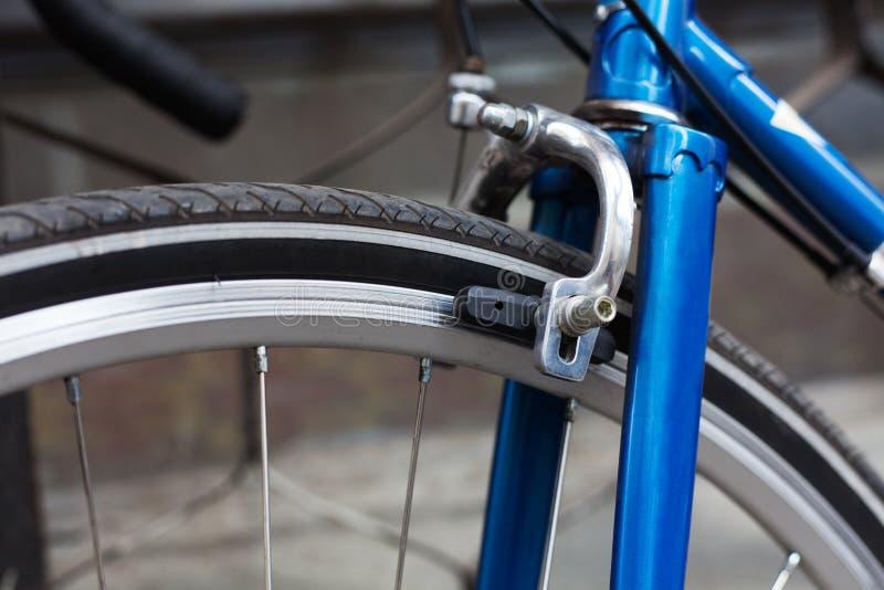 заторможенные Велосипед разделяет тормоз, тормозную колоду, конец-вверх стоковые фото