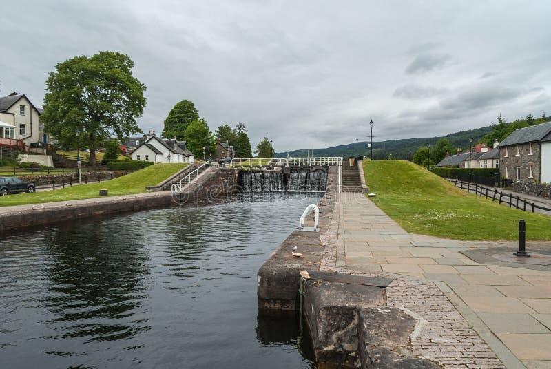 Зафиксируйте на канале реки Oich, форте Augustus Шотландии стоковое фото