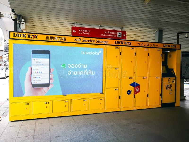 Зафиксируйте хранение обслуживания собственной личности коробки, электронный шкафчик в желтом цвете стоковые фото