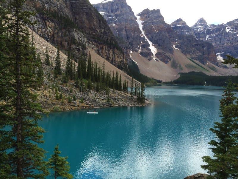 Захватывающие взгляды озера морен, Канады стоковые изображения rf