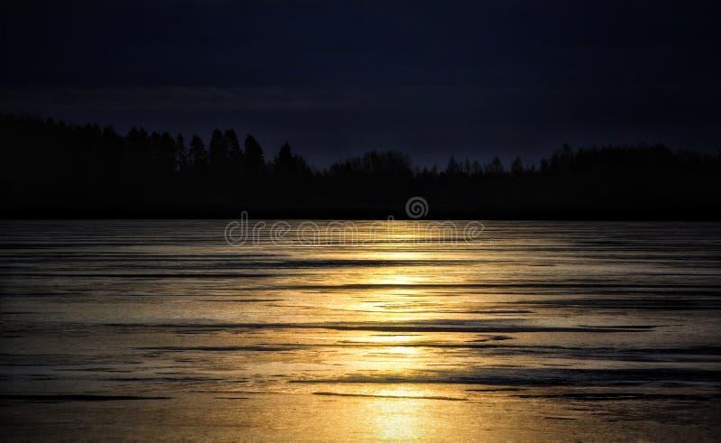 Захода солнца неба цветов природы красивый зим лед озера Outdoors стоковая фотография