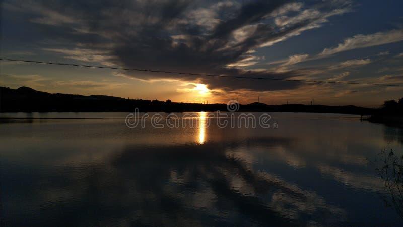 Заходящее солнце инфинитно хорошо стоковая фотография rf