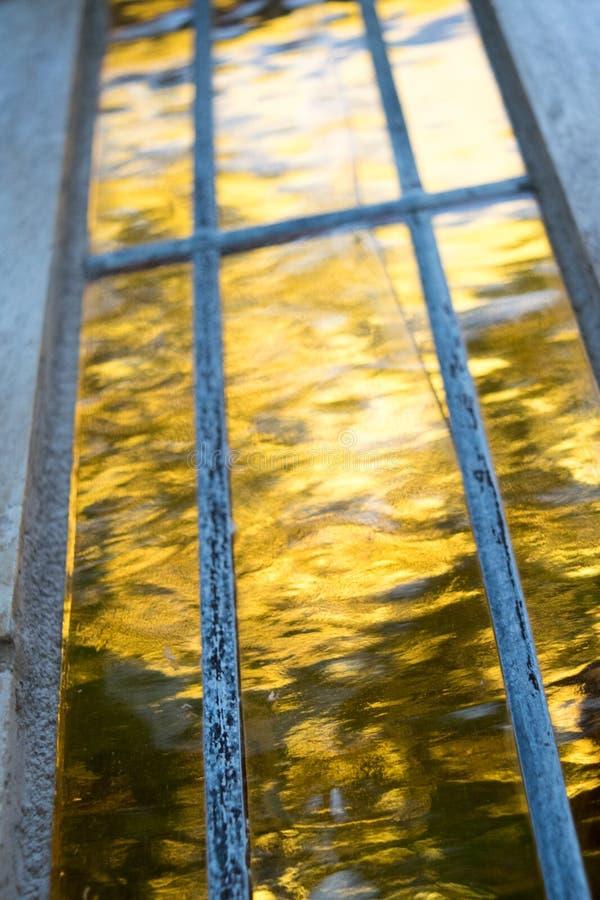 Заход солнца абстрактного отражения природы желтый стоковое фото
