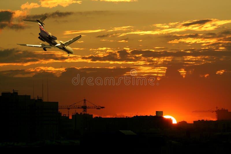 заход солнца аэроплана стоковое изображение rf