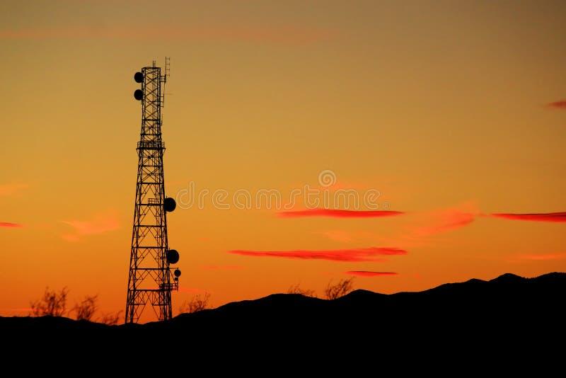 Заход солнца башни клетки связи стоковое фото