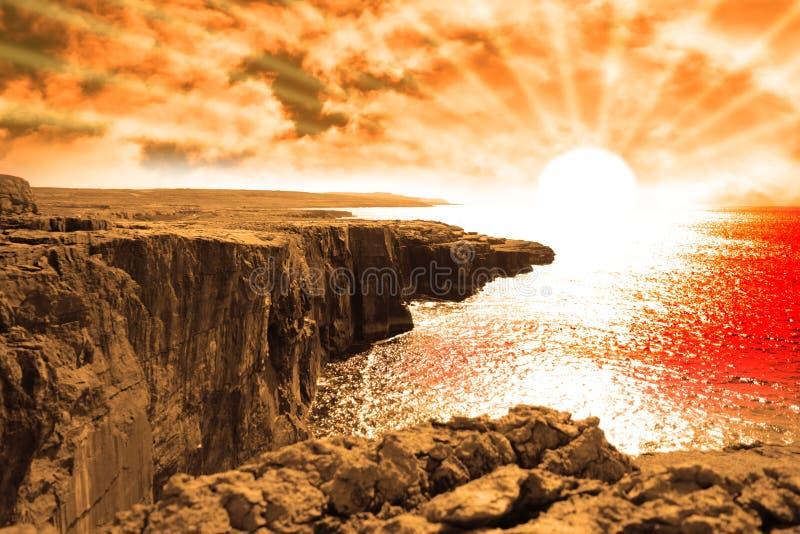 Download Заход солнца взгляда края скалы Clare Иллюстрация штока - иллюстрации насчитывающей красно, скалы: 18385748