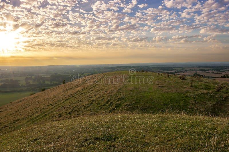 Заход солнца - взгляд от холма Cley - Warminster - Уилтшир стоковые фото