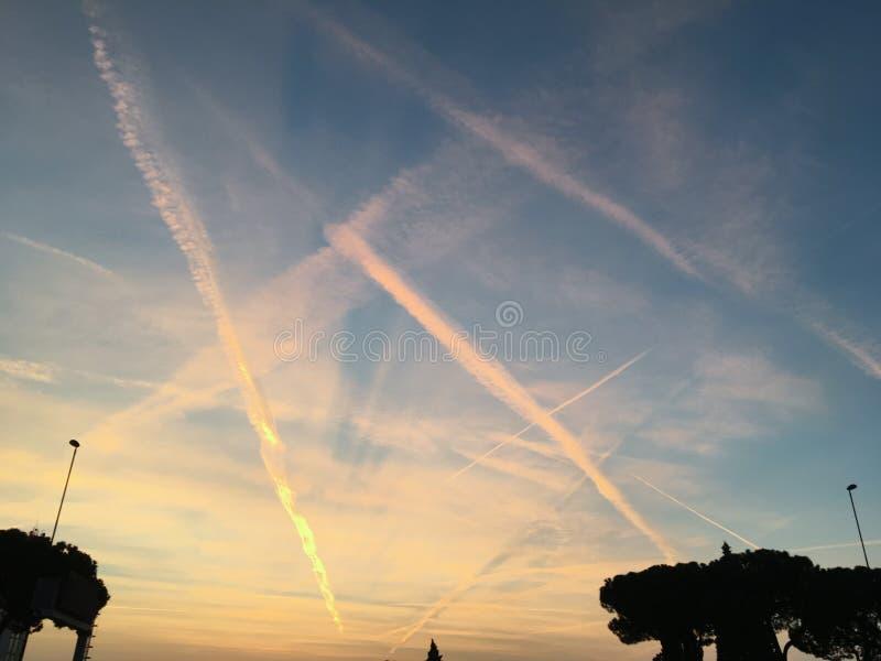 Заход солнца восхода солнца приурочивает небо вечера, изумляя предпосылку облака захода солнца красочную, стоковая фотография rf