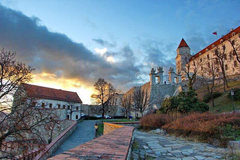 Заход солнца в ареальном замка Братиславы, Словакии стоковые фотографии rf