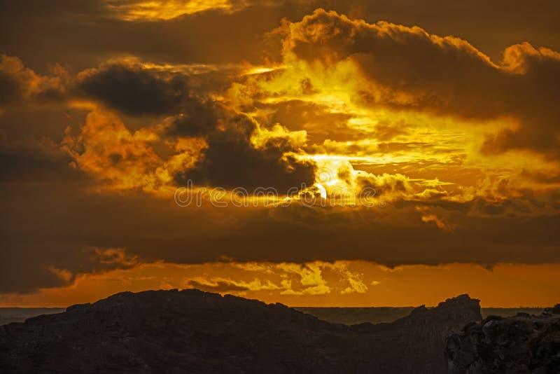 Заход солнца в Галапагос, южный остров площади, эквадор стоковое изображение rf