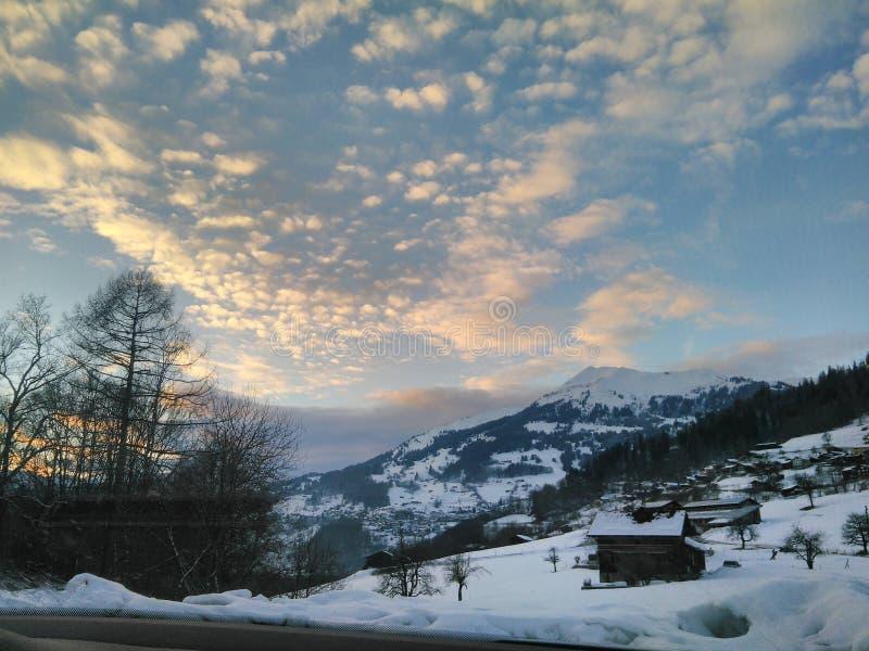 Заход солнца в горах Швейцарии стоковые фотографии rf