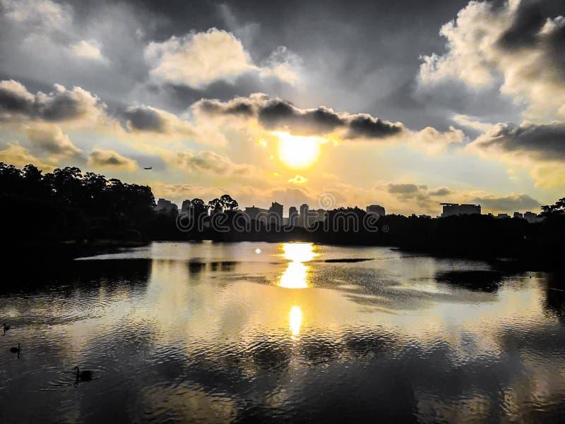 Заход солнца в городе São Paulo стоковое изображение rf