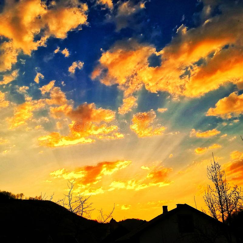 Заход солнца в деревне стоковые изображения rf