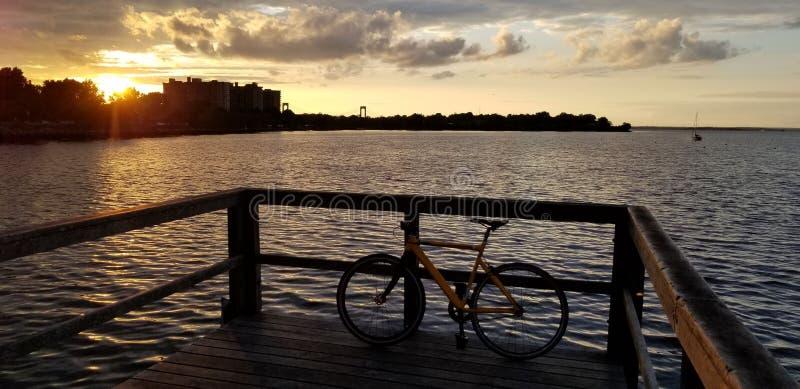 Заход солнца в заливе Нью-Йорка стоковое фото rf