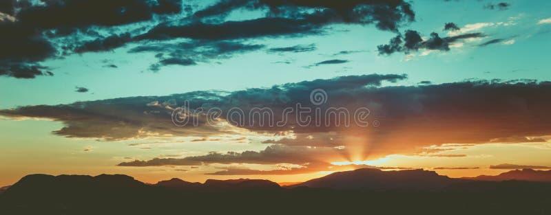 Заход солнца в Испании, ` s солнца излучает стоковые изображения