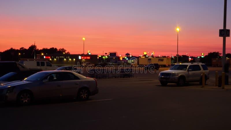 Заход солнца в июле в Андерсоне ВНУТРИ стоковое изображение