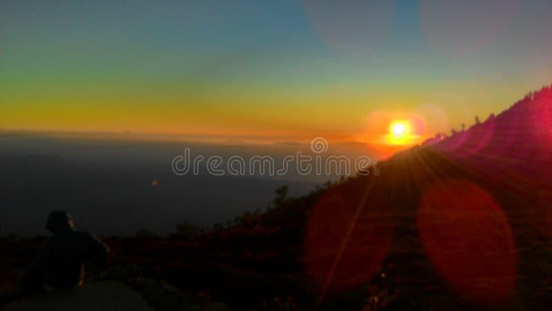 Заход солнца в кратере Ijen, Banyuwangi, Индонезии стоковые изображения