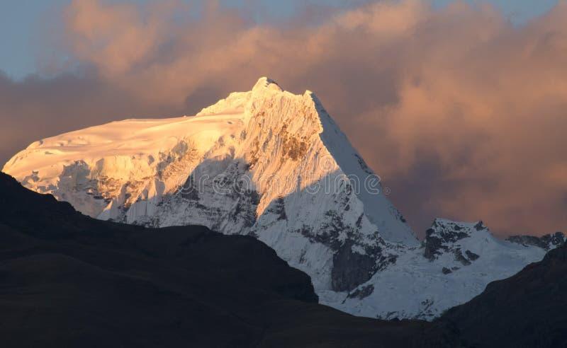 Заход солнца в перуанских Андах стоковые фотографии rf