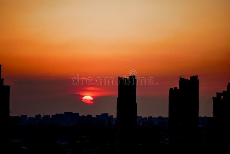 Заход солнца в после полудня стоковое изображение rf