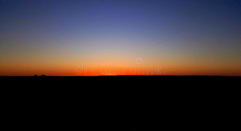 Заход солнца в пустыне Тунисе стоковые фотографии rf