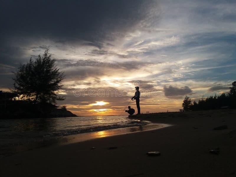 Заход солнца в рыбной ловле стоковая фотография