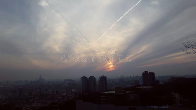 Заход солнца в Сеуле стоковое фото rf