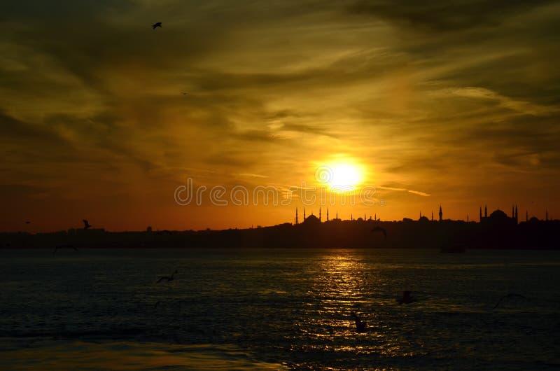 Заход солнца в Стамбуле над морем marmara, Турции стоковые фотографии rf