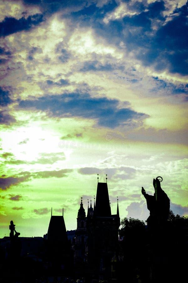 Заход солнца в старой городской площади, в Праге стоковая фотография