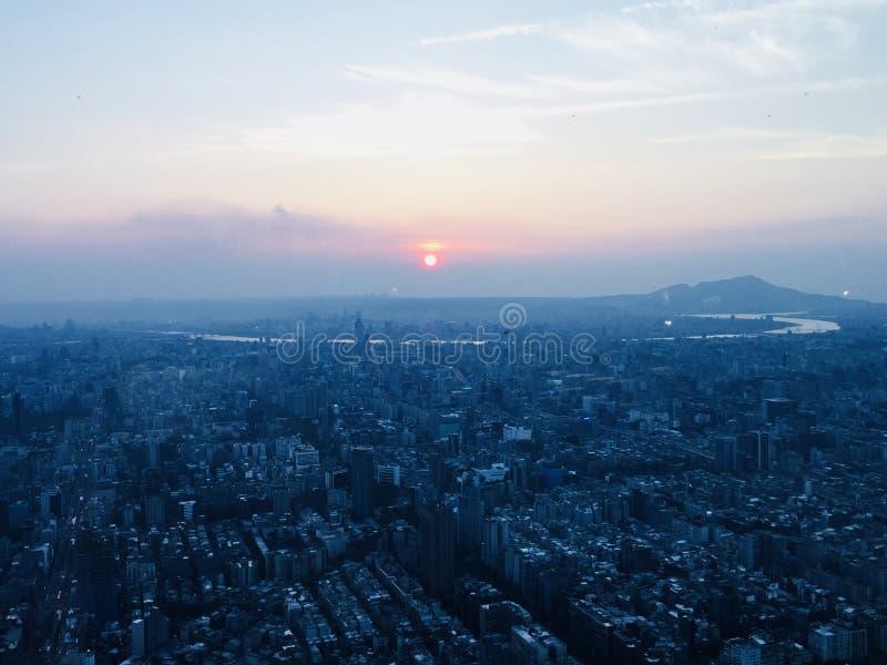 Заход солнца в Тайбэе стоковые фотографии rf