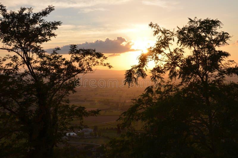 Заход солнца в Тоскане стоковые изображения