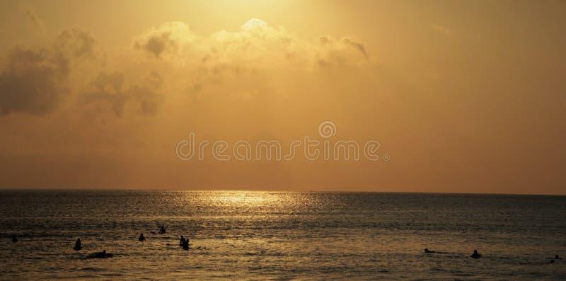 заход солнца в kuta стоковые изображения