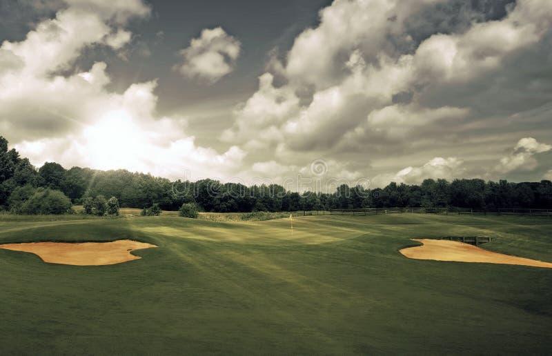 заход солнца гольфа курса стоковые фотографии rf