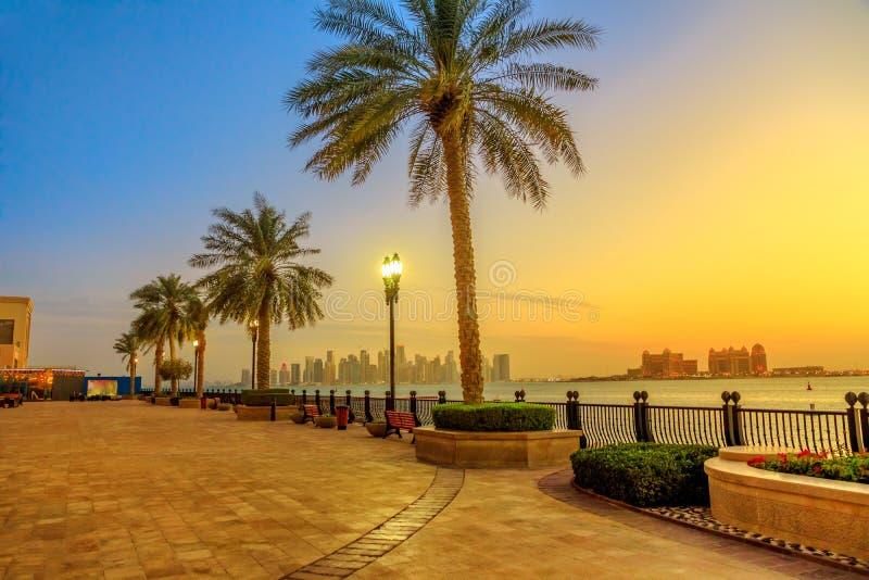 Заход солнца горизонта Порту Аравии стоковые фото