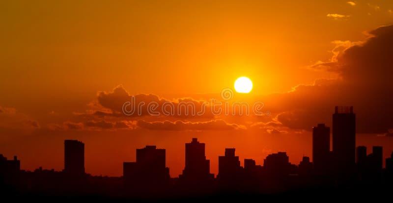 Заход солнца города силуэта в Йоханнесбурге Южной Африке стоковая фотография rf