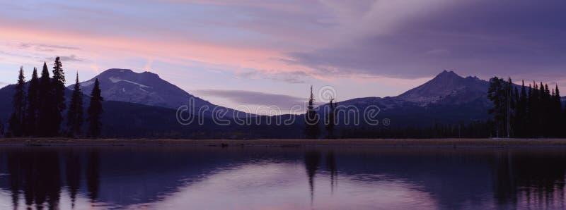 заход солнца горы стоковая фотография