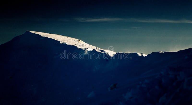 Download заход солнца горы стоковое изображение. изображение насчитывающей исследуйте - 81545