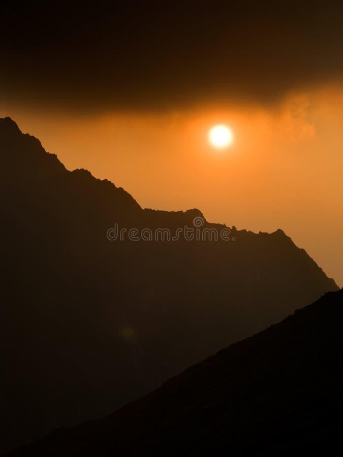 заход солнца гор