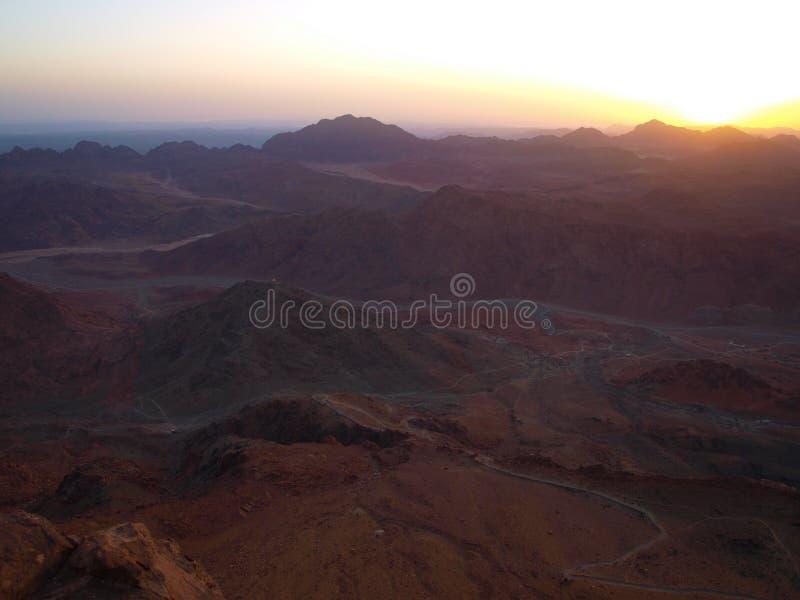 заход солнца гор стоковые изображения