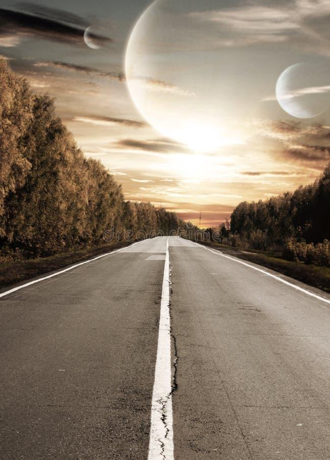 заход солнца дороги сюрреалистический к стоковые фотографии rf