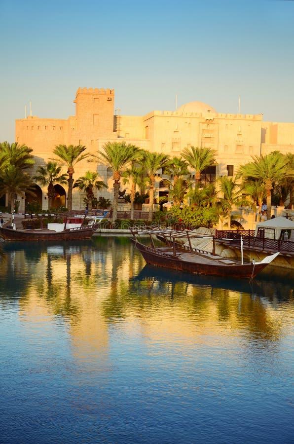 заход солнца Дубай стоковые изображения